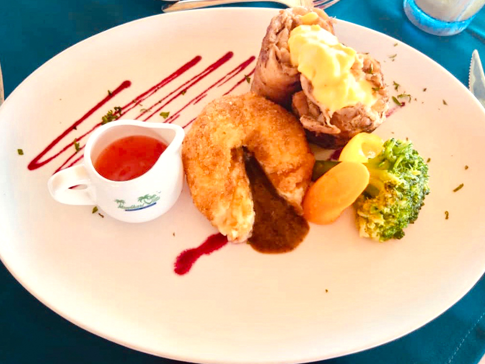 Mandhari Villa food example